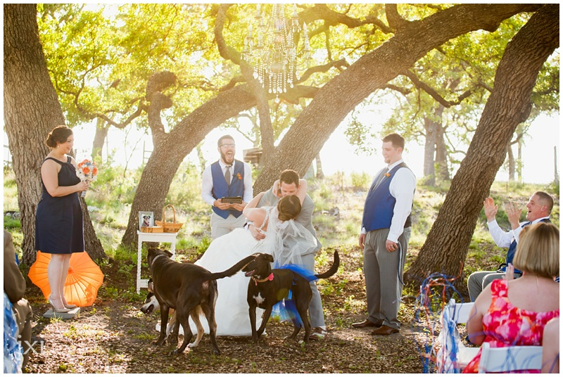 orange-blue-dogs-wedding-heart-of-texas-ranch_0047